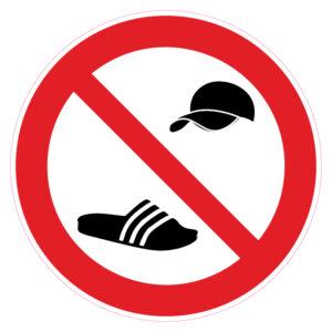 Petjes en badslippers verboden
